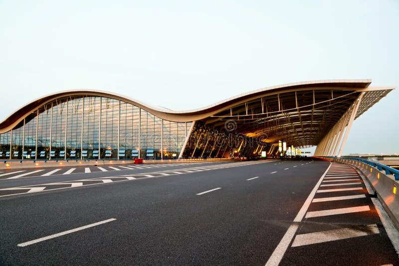 Opinião da noite do aeroporto fotografia de stock
