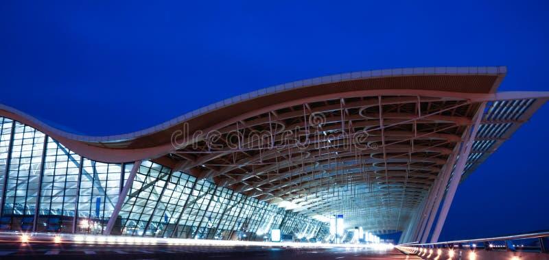 Opinião da noite do aeroporto imagem de stock royalty free