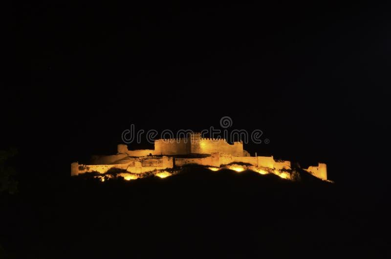 Opinião da noite do castelo de Argos em Peloponnese, Grécia imagem de stock