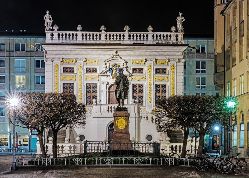 Opinião da noite do monumento a Johann Wolfgang Goethe fotos de stock