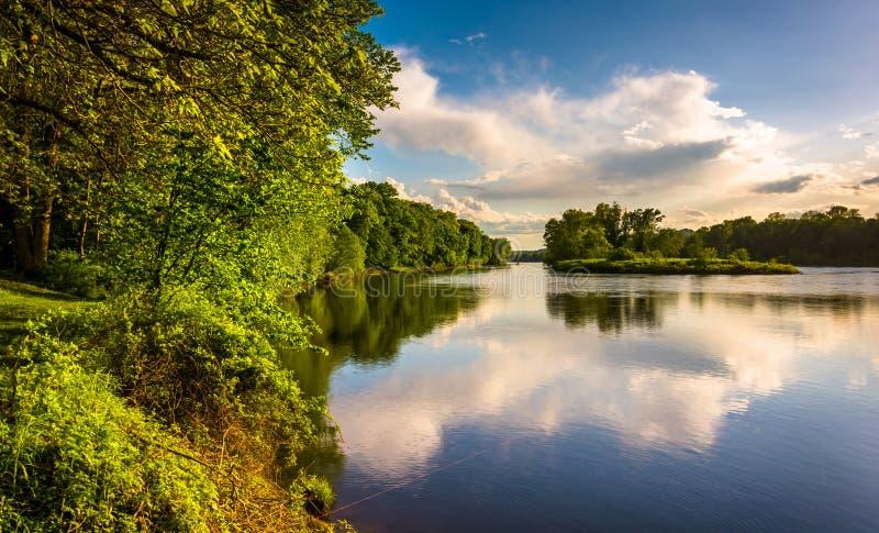 Opinião da noite do Rio Delaware na água Gap Nationa de Delaware imagem de stock royalty free