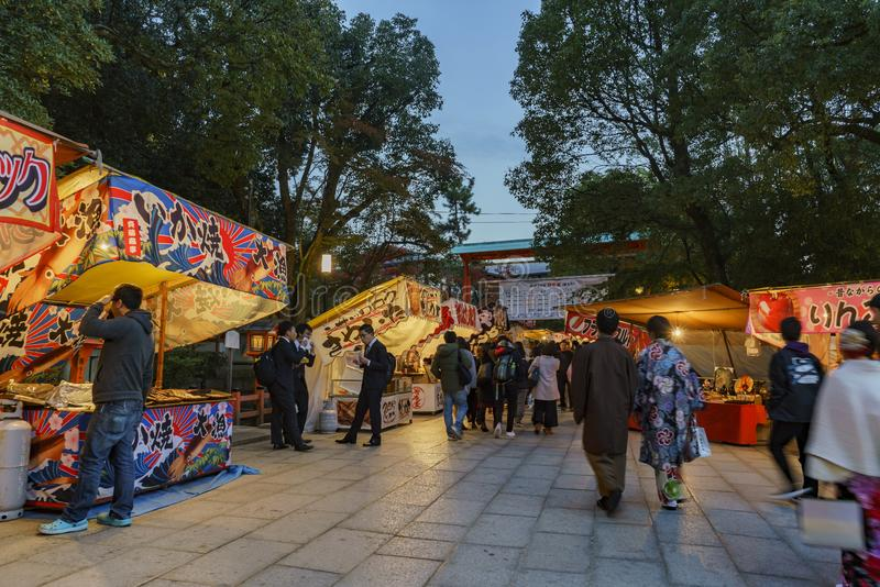 Opinião da noite do santuário de Yasaka imagens de stock royalty free