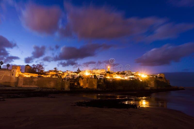 Opinião da noite em Kasbah dos udayas em Rabat, a capital de Marrocos imagem de stock royalty free