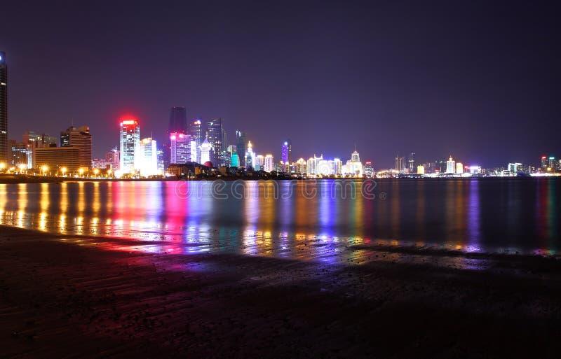 Opinião da noite em Qingdao imagem de stock