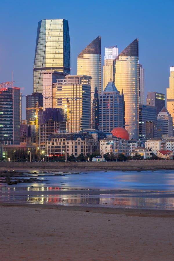 Opinião da noite em Qingdao imagem de stock royalty free
