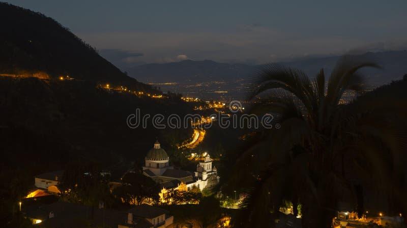 Opinião da noite da igreja de nossa senhora de Guapulo com o vulcão de Cayambe no horizonte fotografia de stock royalty free