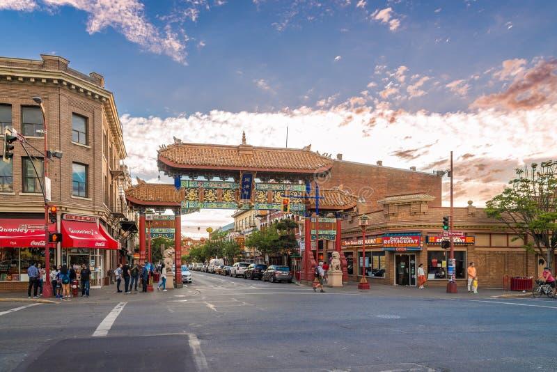 Opinião da noite na porta ao bairro chinês na cidade de Victoria - Canadá fotografia de stock royalty free
