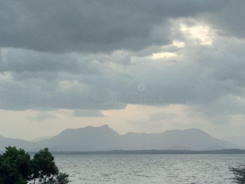 Opinião da noite da represa de Natpu Mettur do Tamil India fotografia de stock royalty free