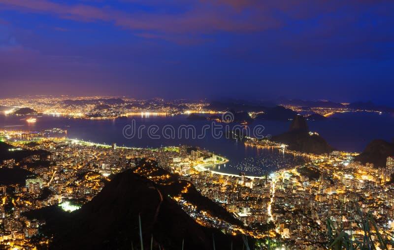 Opinião da noite Rio de janeiro, montanha Sugar Loaf foto de stock