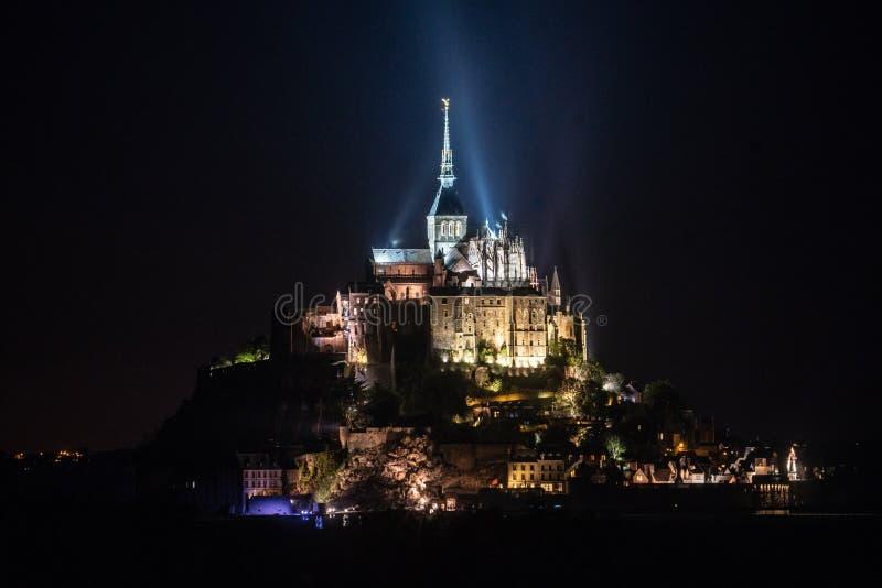 Opinião da noite Saint Michel de Mont em Normandy França imagem de stock