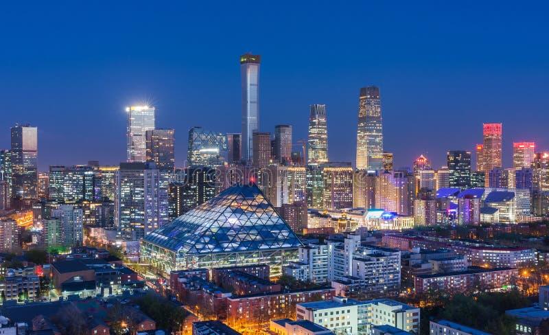 Opinião da noite da skyline do Pequim CBD foto de stock