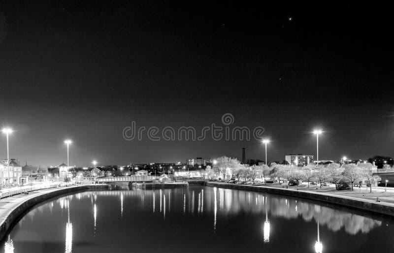 Opinião da noite sobre a bacia Bristol England de Cumberland imagens de stock