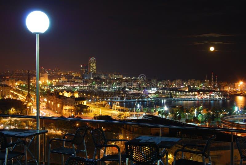Opinião da noite sobre Barcelona fotografia de stock royalty free