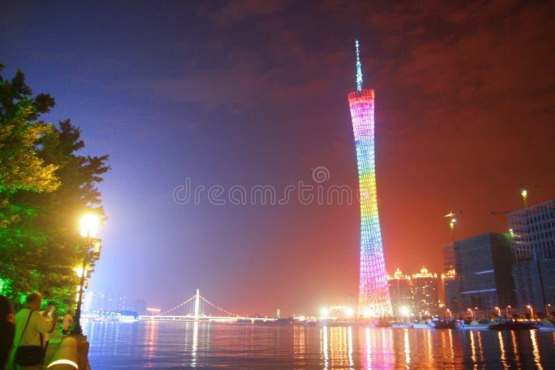 Opinião da noite da torre do cantão em Guangzhou China fotos de stock