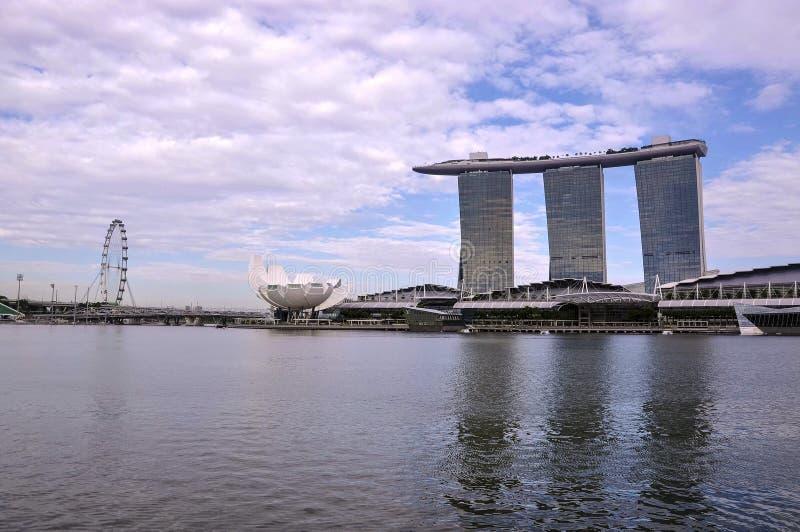 Opinião da paisagem de Singapura com Marina Bay Sands e o aviador de Singapura no fundo imagens de stock royalty free