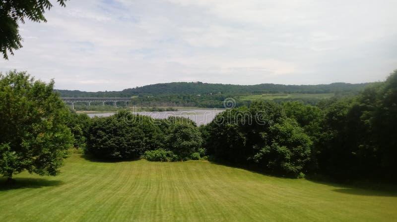 Opinião da ponte de Greenscapes imagem de stock royalty free