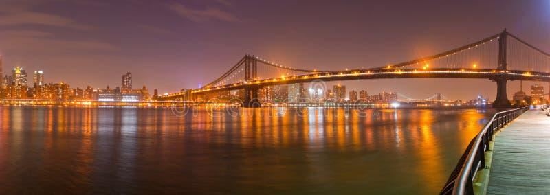 Opinião da ponte de New York City, Manhattan de Brooklyn fotografia de stock