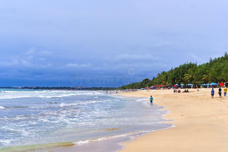 Opinião da praia de Kuta, ilha de Bali fotografia de stock