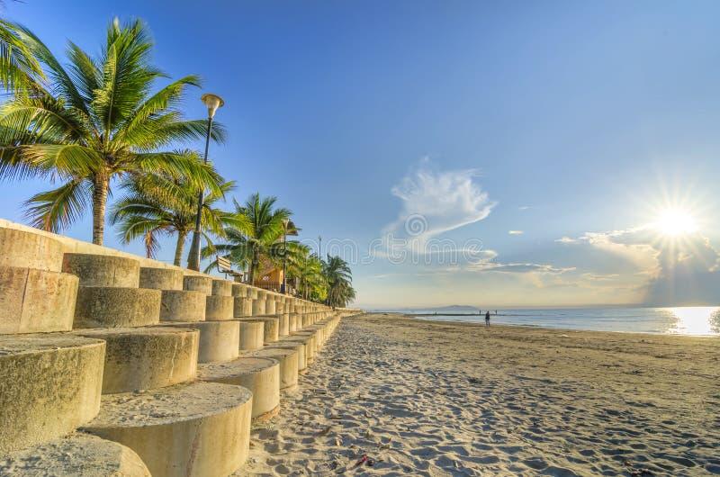Opinião da praia na manhã fotos de stock royalty free