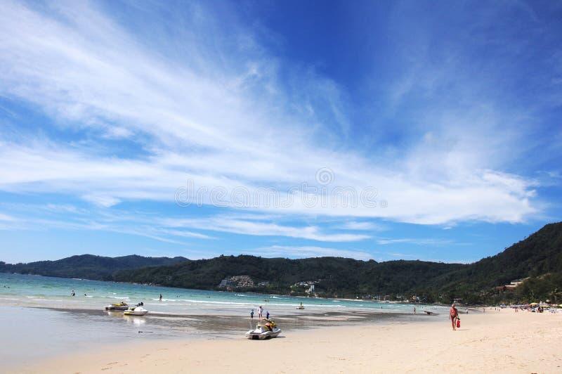 Opinião da praia da paisagem na praia de Patong imagens de stock