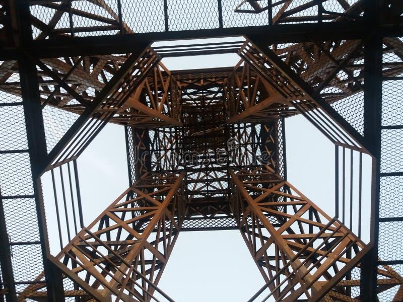 Opinião da réplica da torre Eiffel abaixo imagem de stock