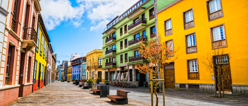 Opinião da rua da cidade na cidade de Laguna do La em Tenerife, Ilhas Canárias fotos de stock