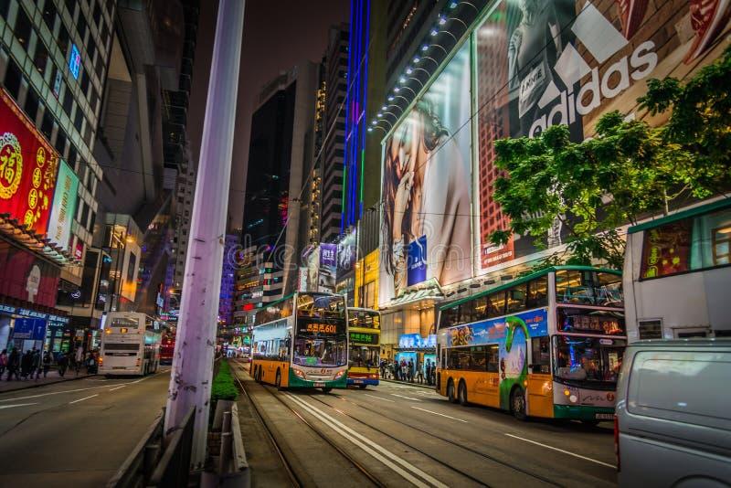 Opinião da rua da noite no shopping Hong Kong de Mong Kok imagem de stock royalty free