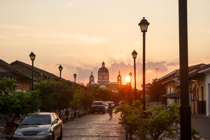 Opinião da rua de Calzada do La na tarde Aparência do curso para Nicarágua fotos de stock royalty free