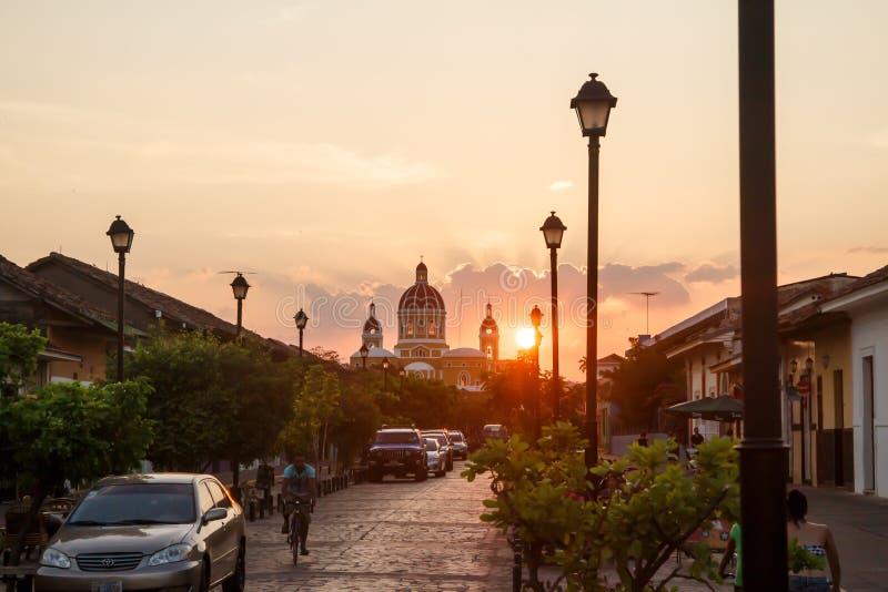 Opinião da rua de Calzada do La na tarde Aparência do curso para Nicarágua imagens de stock