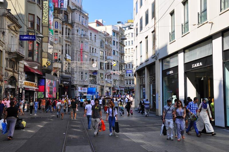 Opinião da rua de Istiklal imagens de stock