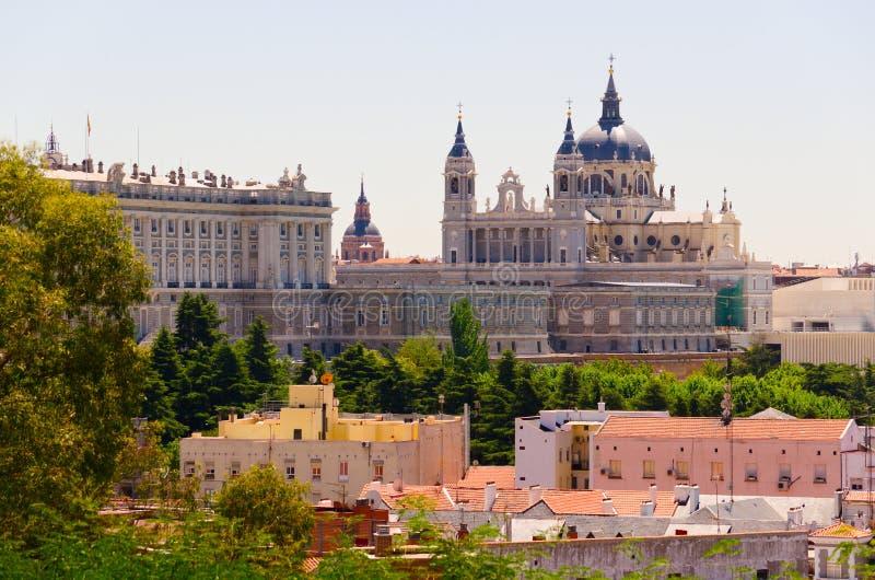 Opinião da rua de Madrid fotos de stock