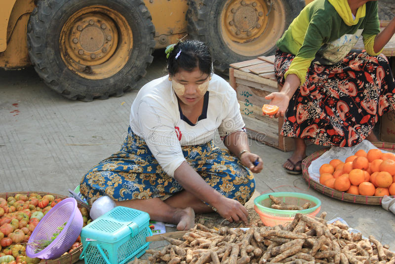 Opinião da rua de Myanmar em Yangon imagem de stock royalty free