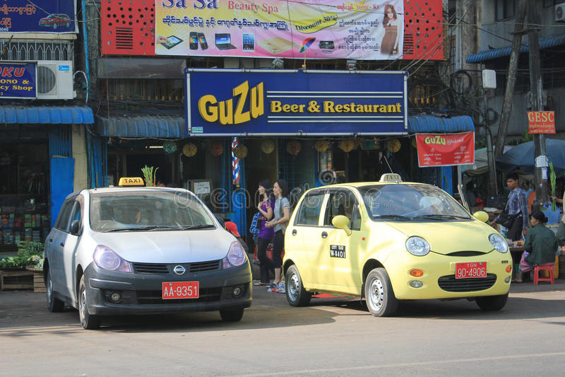 Opinião da rua de Myanmar Yangon imagens de stock royalty free