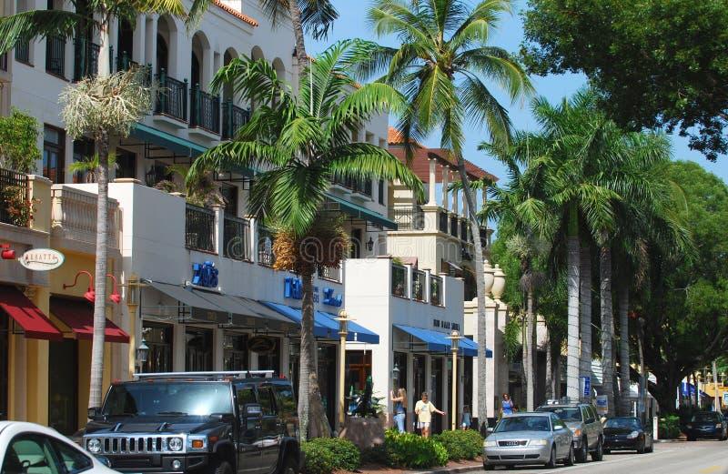 Opinião da rua de Nápoles, Florida foto de stock royalty free