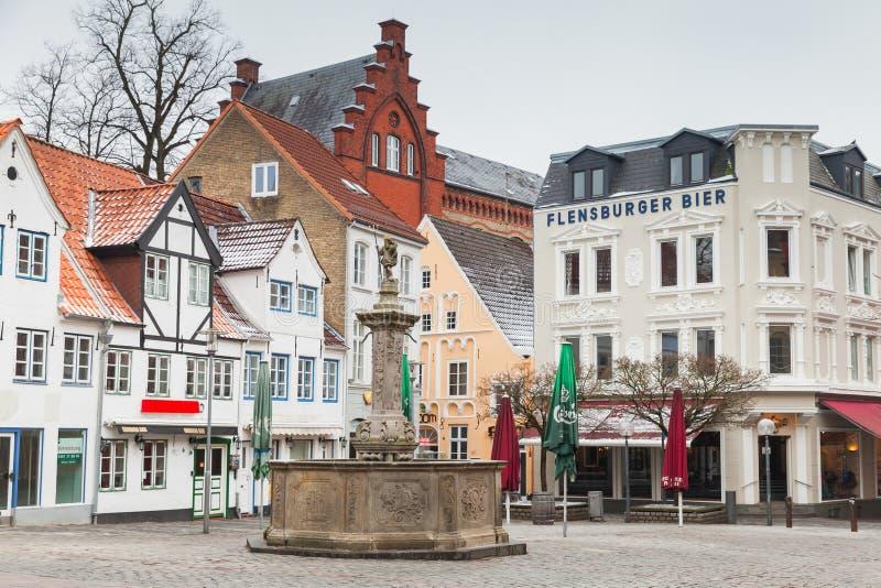 Opinião da rua de Nordermarkt, quadrado de cidade imagens de stock