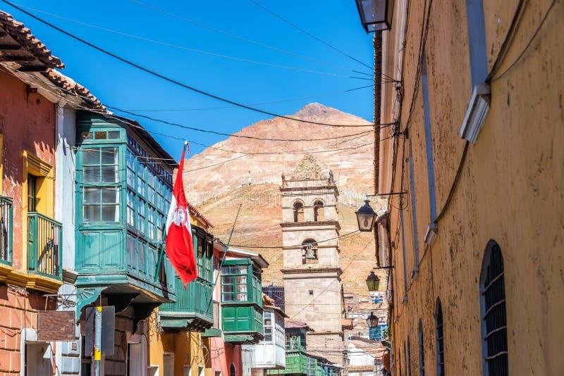 Opinião da rua de Potosi, Bolívia imagem de stock