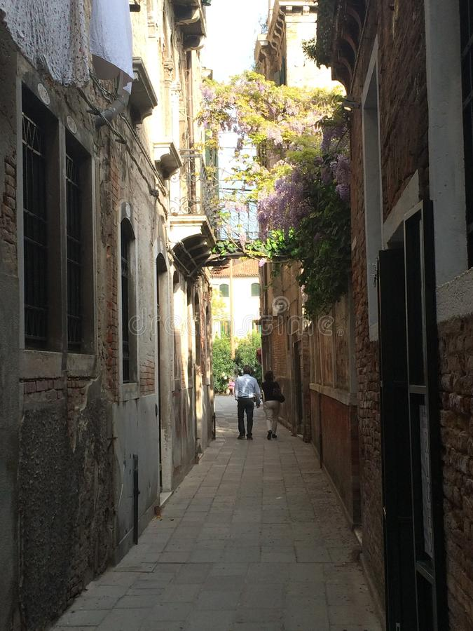 Opinião da rua de Veneza fotografia de stock