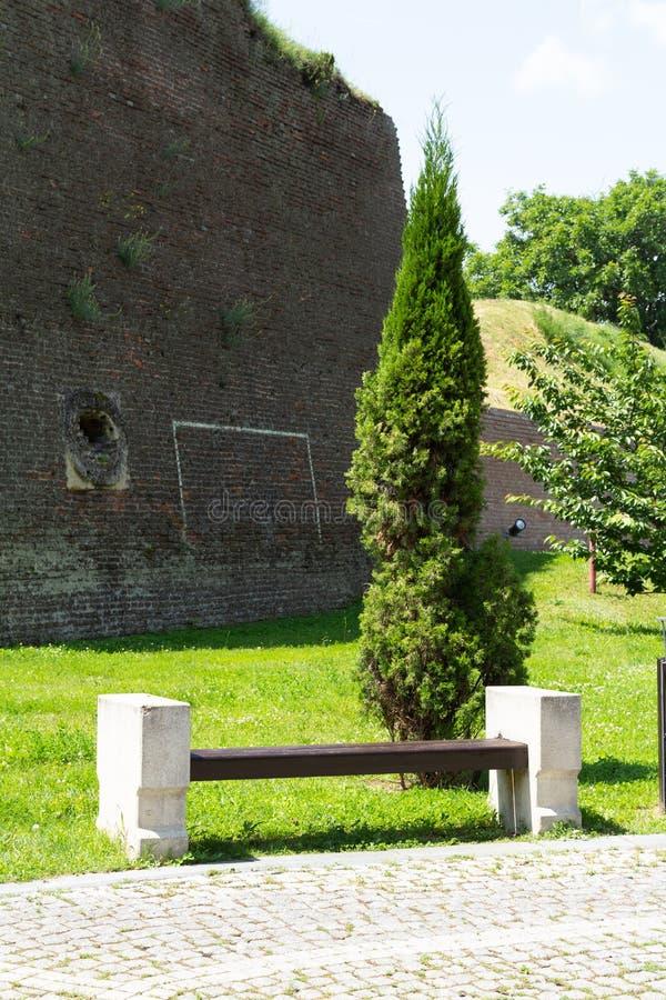 Opinião da rua dentro de Alba Carolia Fortress em Alba Iulia imagem de stock royalty free