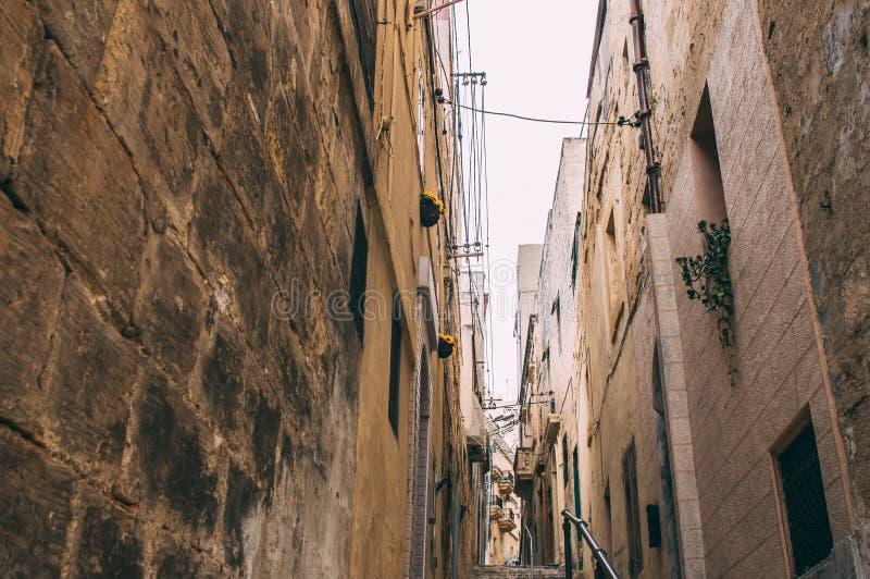 Opini?o da rua em Birgu, Malta fotos de stock
