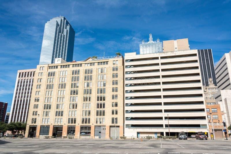 Opinião da rua em Dallas do centro, TX imagens de stock