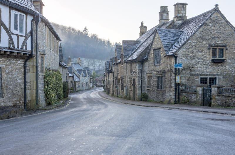 Opinião da rua no castelo histórico Combe fotos de stock