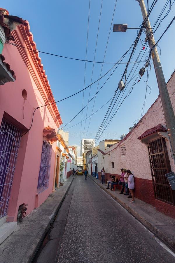 Opinião da rua da tarde em Cartagena, Colômbia imagens de stock