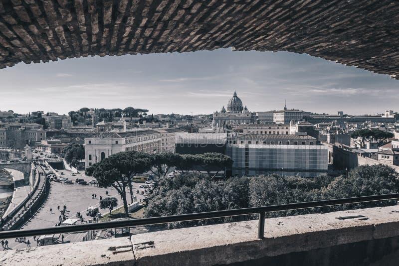 Opinião da skyline de Roma do ` Angelo de Castel Sant, Itália, preto e fotografia de stock
