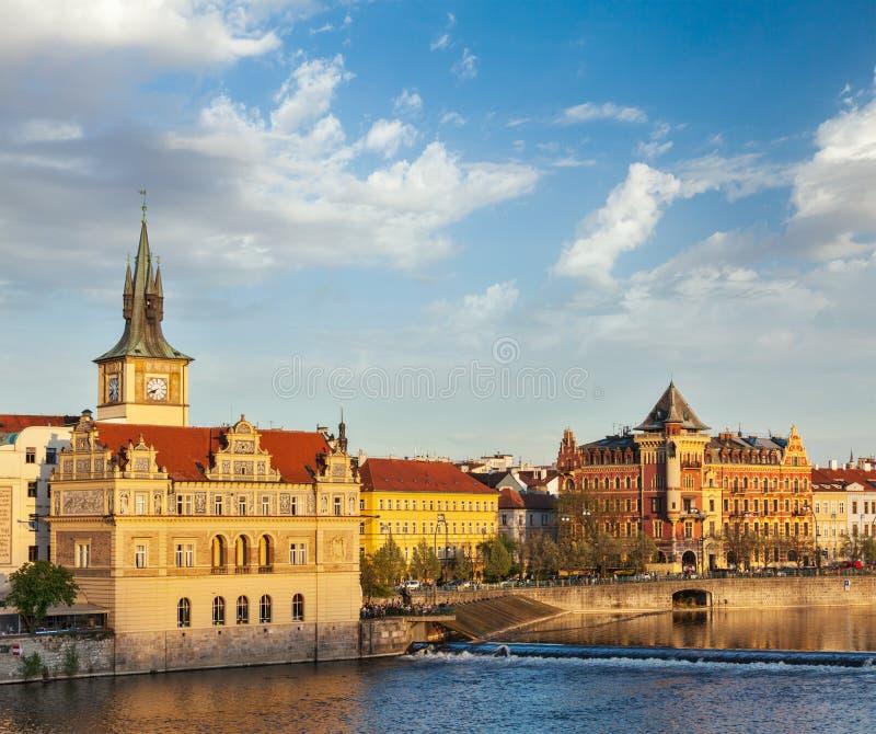 Opinião da terraplenagem de Mesto do olhar fixo de Praga da ponte de Charles fotografia de stock royalty free