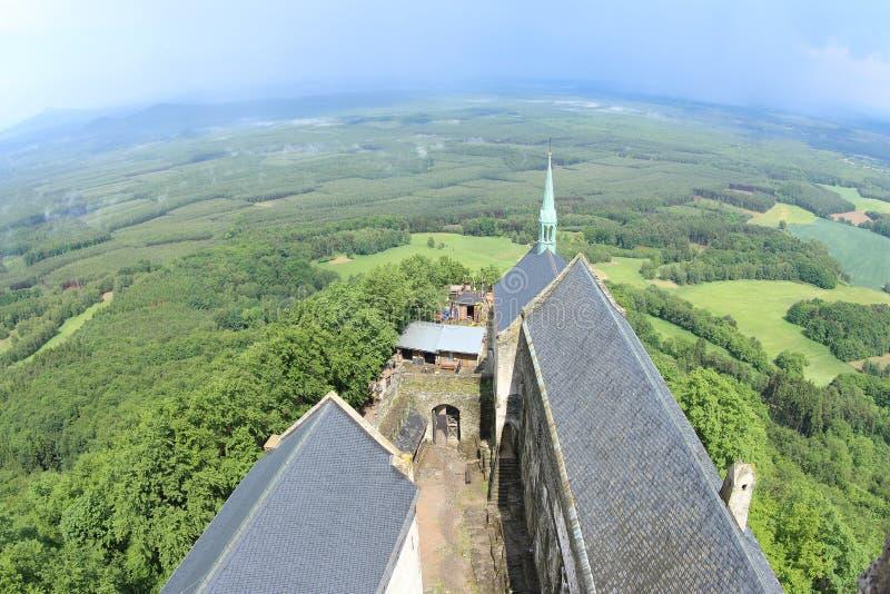 Opinião da torre, castelo de Bezdez foto de stock