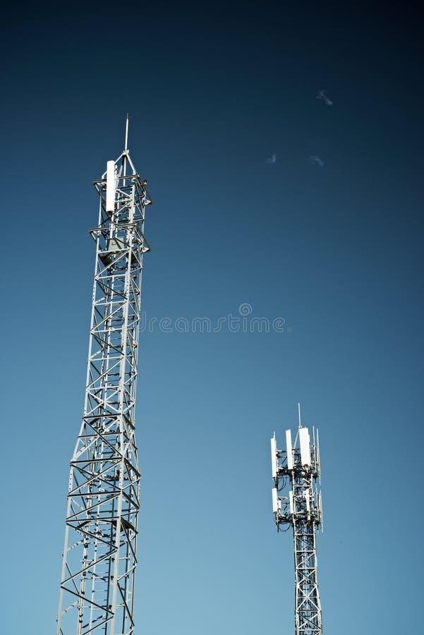 Opinião da torre das telecomunicações imagem de stock royalty free