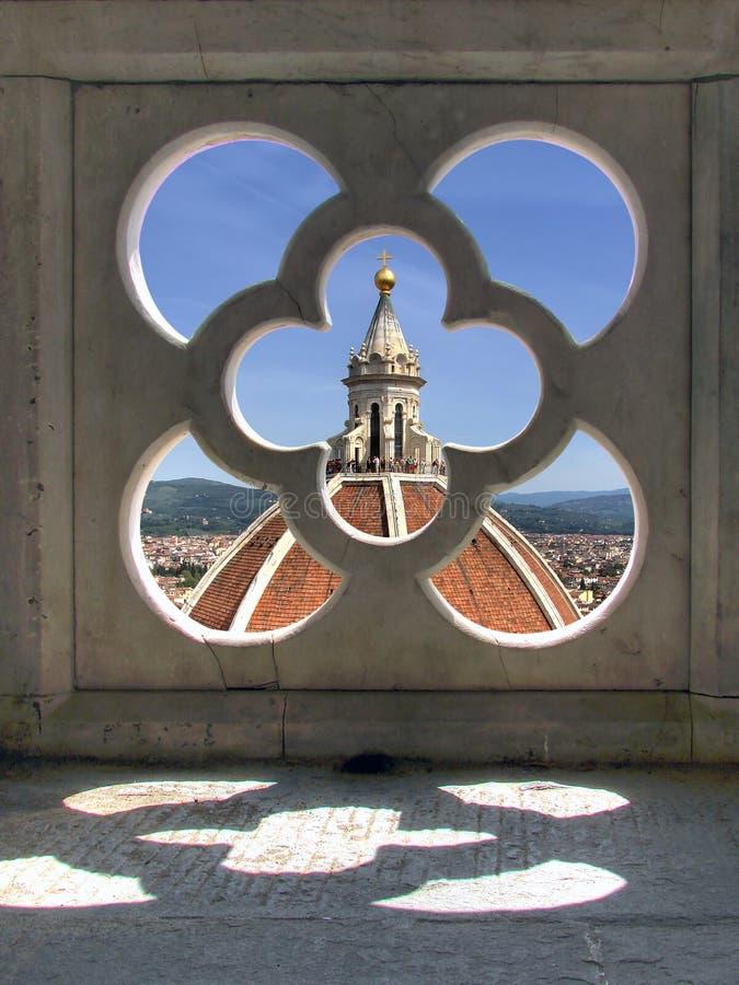 Opinião da torre de Giotto no domo foto de stock