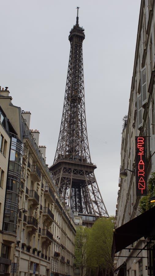 Opinião da torre Eiffel fotos de stock royalty free