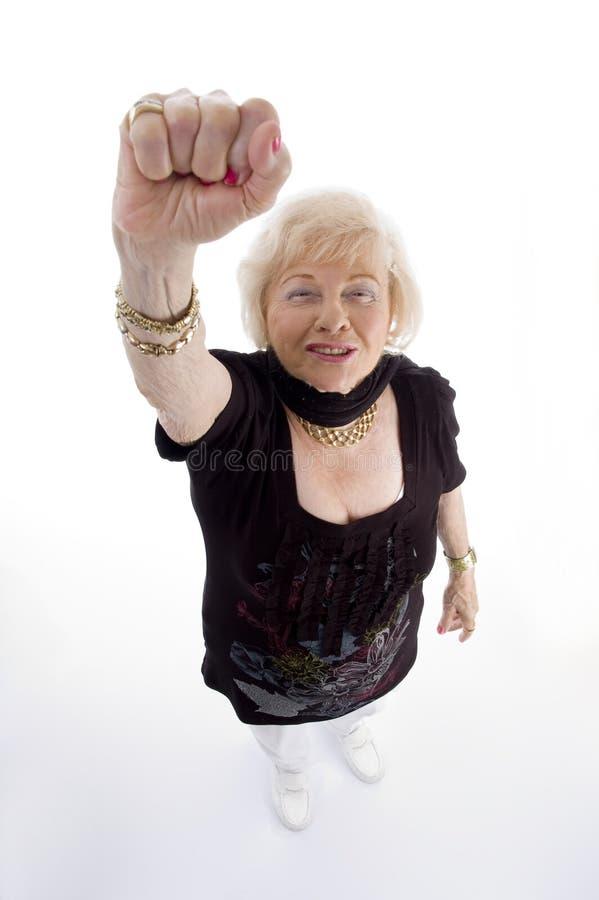 Opinião de ângulo elevado a mulher adulta que mostra o perfurador foto de stock royalty free