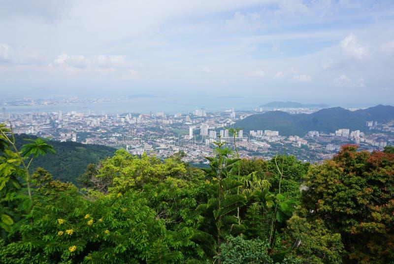 Opinião de Arial da ilha de Penang da parte superior de montes de Penang imagem de stock